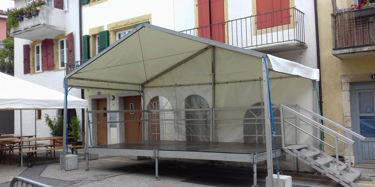 Podium et scène de tentes